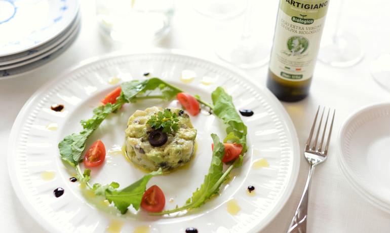 オリーブオイルのアボカドと帆立の前菜