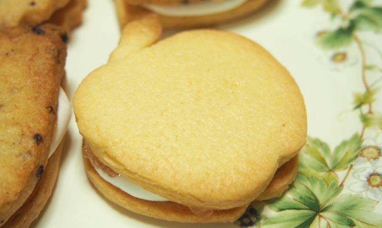 ガリカ薔薇ジャムのマシュマロサンドクッキー