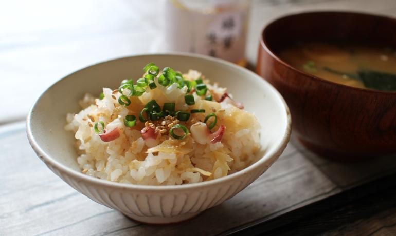 混ぜて炊くだけ蜂蜜生姜の簡単タコご飯